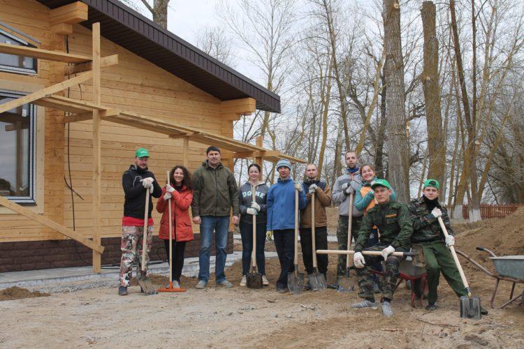 Волонтеры Астраханского биосферного заповедника, Россия.