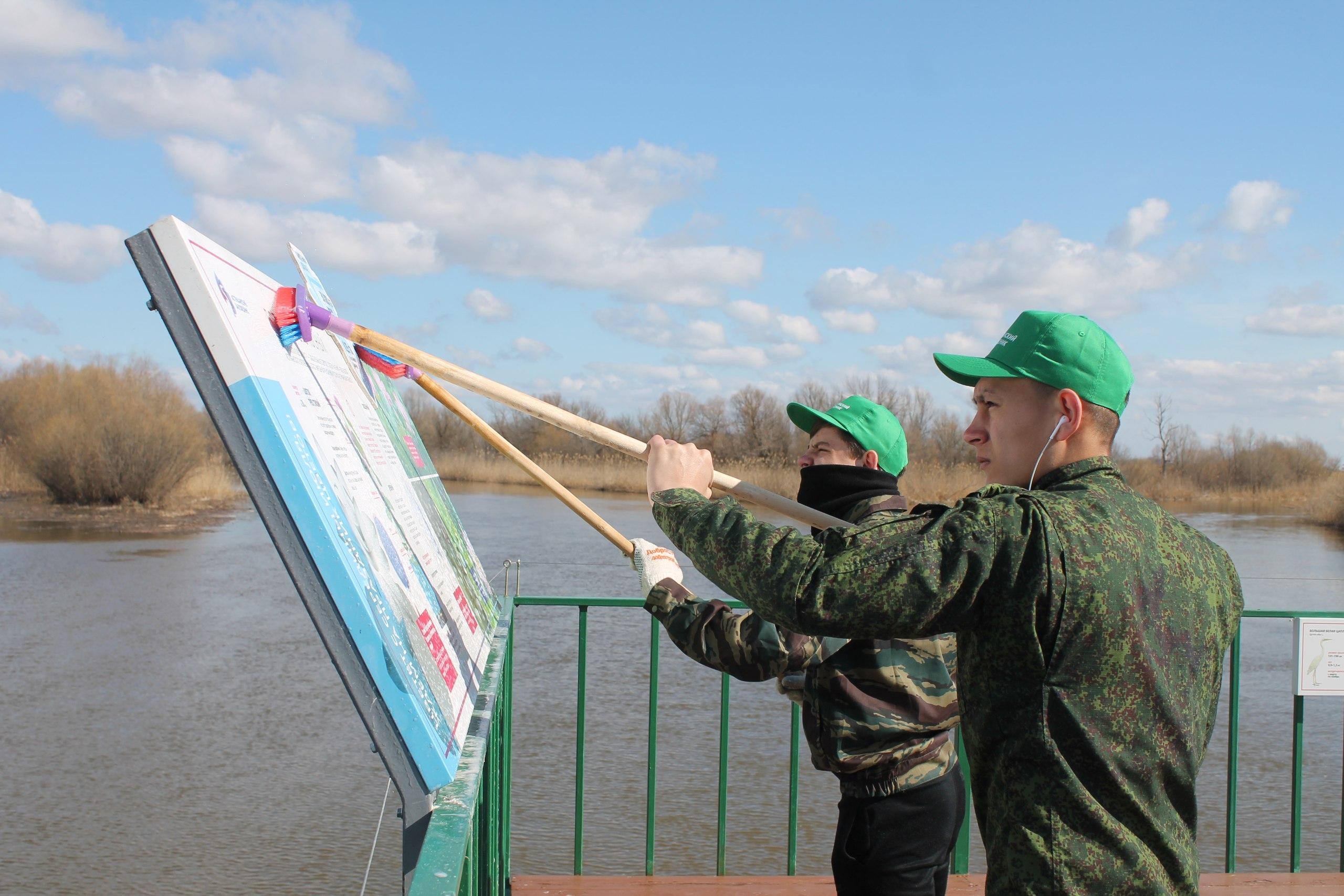 Волонтеры Астраханского биосферного заповедника, Россия. Фото Марины Вильдановой.