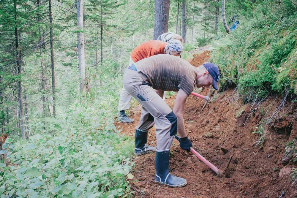Волонтеры Ассоциации «Большая Байкальская Тропа», Россия.