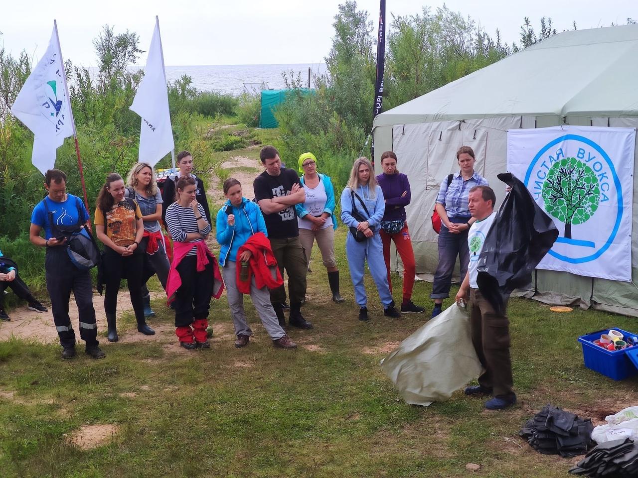 Участники и организаторы проекта «Чистая Воукса». Фотография, https://vk.com/4istaya_vuoksa.