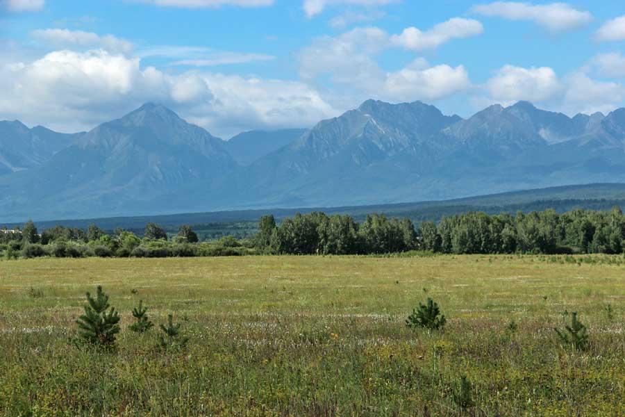 Панорама Восточного Саяна. Тункинская долина. Тункинский национальный парк, Россия. Фотография Е. Чумак.